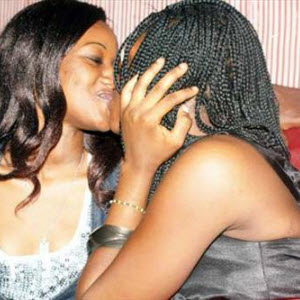 CAMEROUN :: Menacée de mort par sa famille car elle est lesbienne :: CAMEROON