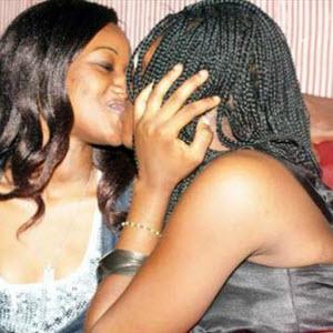 cameroun-menacee-de-mort-par-sa-famille-car-elle-est-lesbienne-cameroon,CAMEROUN :: Menacée de mort par sa famille car elle est lesbienne :: CAMEROON