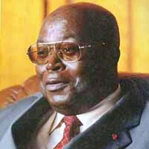 CAMEROUN :: Voeux des corps constitués au Chef de l'État : MEVA MEBOUTOU tombe devant Paul BIYA :: CAMEROON
