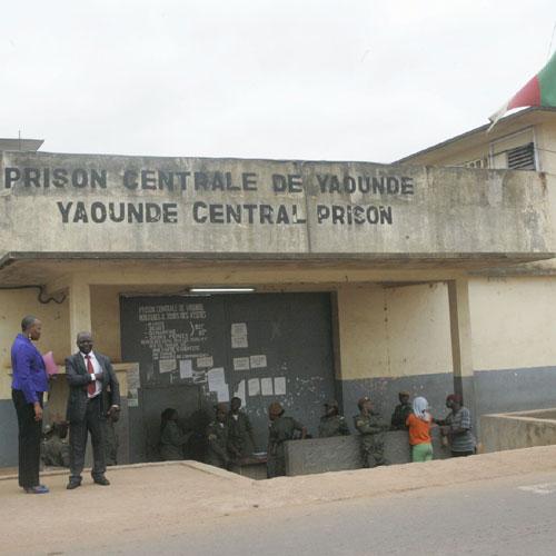 Des gardiens de prison accusés de chantage et de vol d'effets